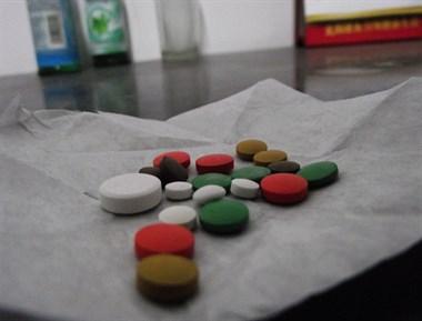 办公室吃避孕药怎么了?几个男同事看见我就笑的阴阳怪气