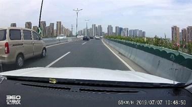 多大愁多大怨?往杭州路上白车恶意别车!老司机被吓猛刹车