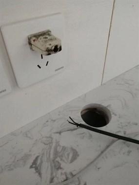 插头内电线太长,嵊州囊奇思妙想这样接线,结果手被烧黑!