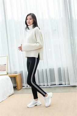 出售女裤打底裤,孕妇裤,儿童凉鞋,围巾,棉拖鞋