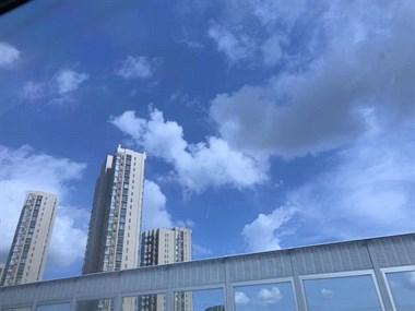 最近的天空好蓝好美