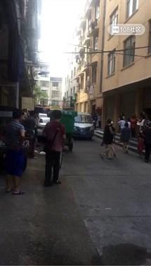 沈家一男租客在家中不幸身亡,现场围满了人(视频)