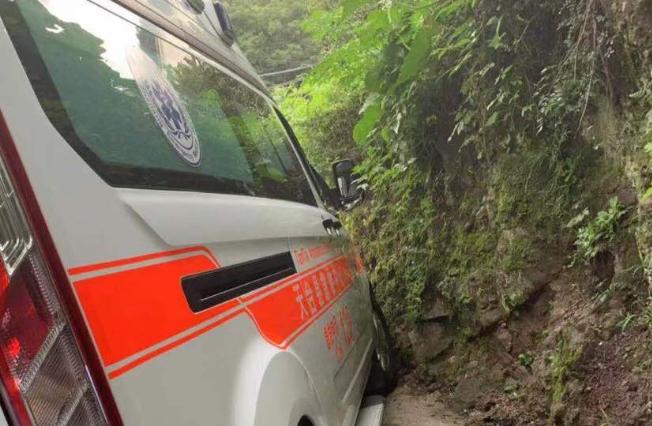 突发!平桥龙官一人溺水 救护车紧急救援!