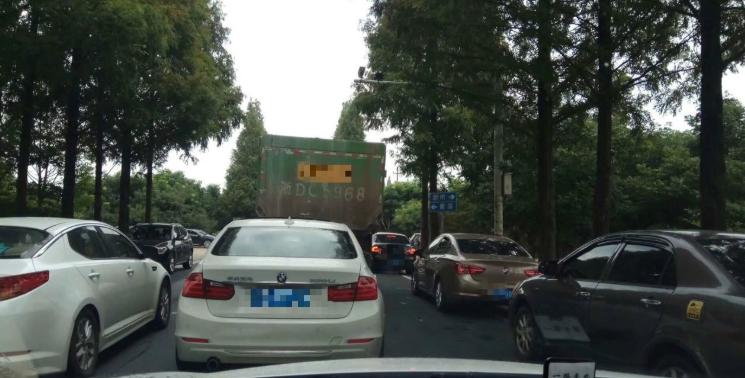 嵊州这2个地方噶多人赶着去!这些路段交通瘫痪,堵到崩溃