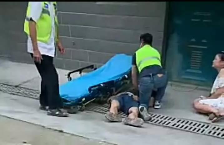 悲剧再次发生!一男子维修空调从3楼坠落,当场就没了呼吸!