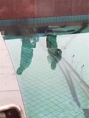 才35岁的男子沉入喷泉水底溺亡!让人想起凤栖湖相似一幕…