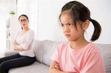 女儿才12岁就开始叛逆谈恋爱 怎么教都不听好难教!
