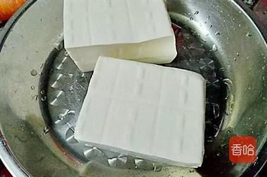 豆腐经典的吃法,和这个食材搭配一起做,柔嫩鲜香