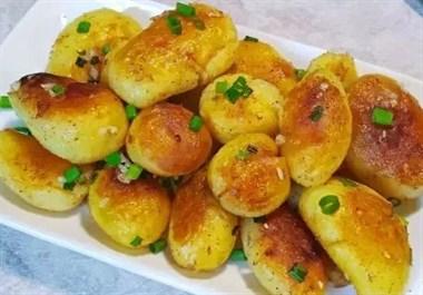 土豆只会做土豆饼吗?试试这种做法,好吃到舔手指