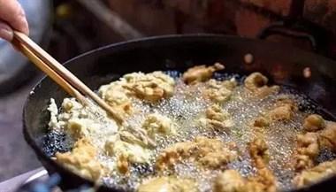 炸酥肉只需加点它,金黄酥脆满口香