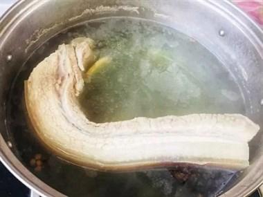 掌握三个窍门,酥软入味的梅菜扣肉在家就能做