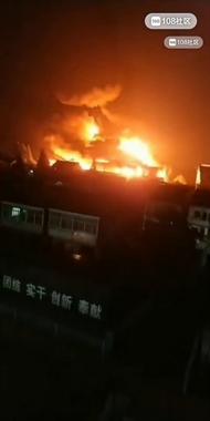 湖州某厂突发大火,过火面积1500平方米左右!火势凶猛