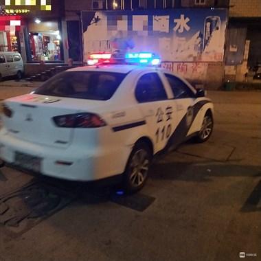 延平一男子当街暴打老婆,警察来了还动手被按倒在地