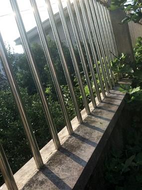 台风把不锈钢护栏吹断了,谁知道修修要多少钱?