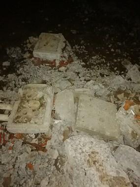 武康一小区改造挖路又填坑,晚上出门,细皮嫩肉的摔惨了!