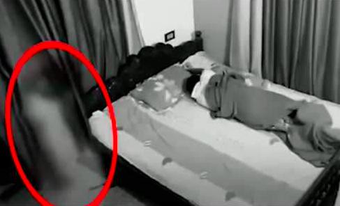 夫妻半夜熟睡时 一女子突然出现在床头!还说…
