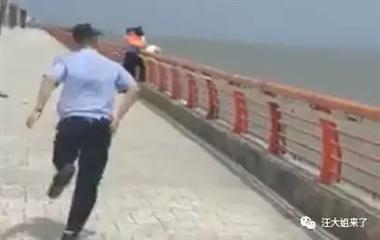 东港海边,她要跳海轻生,民警:想想你的女儿,千万别跳