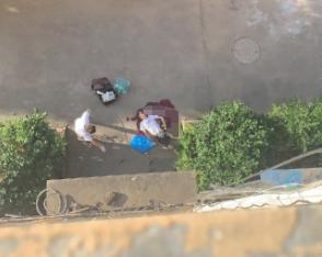 就在刚刚!黄泥头一男子坠楼 身下大滩血迹正在抢救