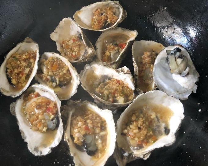 海蛎朵配上灵魂蒜酱才够味!开胃下饭看着就流口水