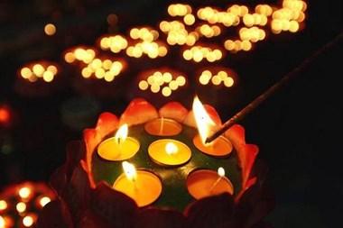 浮梁大学生救人牺牲 9月1日在河滩公开举行追悼会点灯祈福