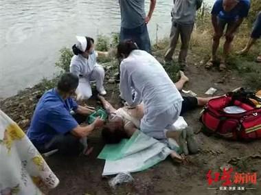 太意外!饭后河边惬意遛狗,竟被狗拖入河里溺亡,怪谁?