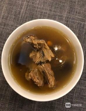 老爸鬼鬼祟祟端上来一碗汤,还神秘地对我说是人间美味!