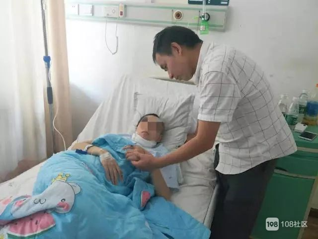 22岁女孩在自家楼下遭割喉7刀!一番冷静自救让她保住了命