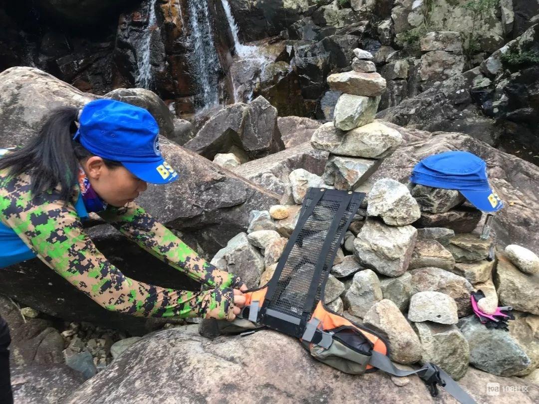 争议声中的民间救援:蓝天救援队两队员命陨白马山