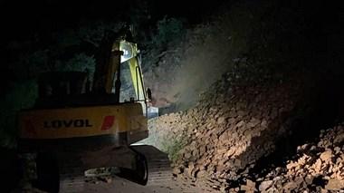 庙前盘山公路发生山体塌方,整条路都被堵死了!