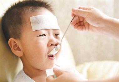 4岁小孩持续咳嗽快20天了不见好!有时候咳得吐了 该咋办