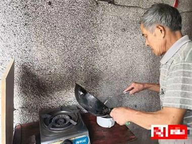 久病床前有孝子!越城62岁老人照顾八旬瘫痪老母六年