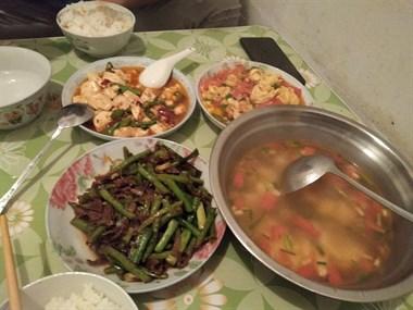 虽然没有大鱼大肉,但是,有家的味道。