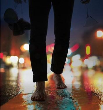 离奇!凌晨,27岁姑娘突然从家里消失,找到时身上都是草