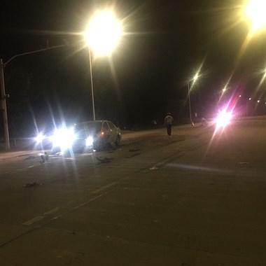 甘霖路口连人带车被撞,飞出30多米!人摔斑马线不动了