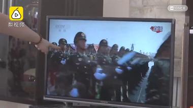 儿子参加阅兵,父亲电视前激动抹泪