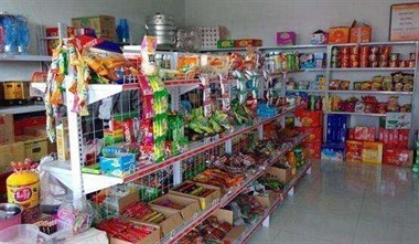 家里开小店不容易,亲戚儿子每次来还都要大扫荡