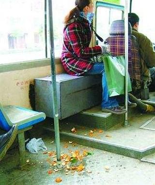 和越城比柯桥的公交也太差了!垃圾遍地还一股味...