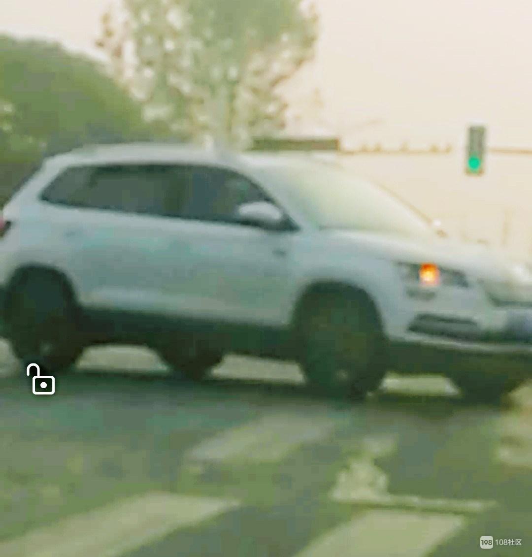 越城清晨2起车祸!奥迪车被撞,电瓶车主被120拉走…