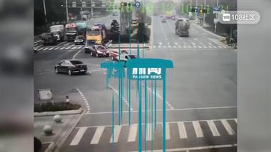 浙江女子被大货车卷入车底,拖行近40米!视频太揪心...