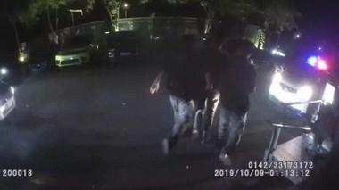 温岭俩男子冲进酒吧围殴小后生,起因是女友朋友圈里一张照片