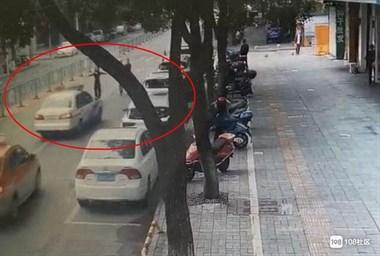 衢州3名女子当街逼停警车强行拉人,竟是为了…