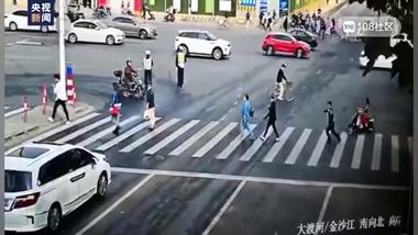 普陀交通事故续:已造成5死9伤!驾驶员仍在救治中