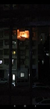 广场北路一居民家突燃大火 消防已赶到!房主回家要哭了…