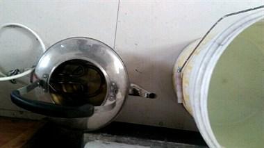 钟管大妈迎接停水,装满大桶小桶和水缸!结果哭笑不得…