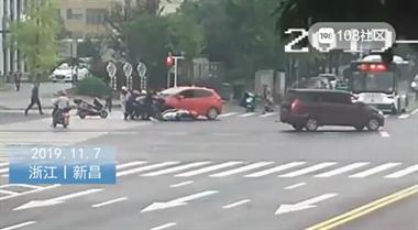 情况紧急!绍兴一小女孩被压车底,周围群众纷纷出手