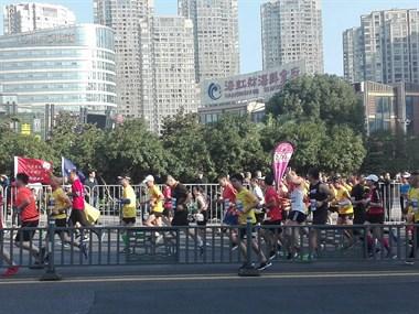 绍兴马拉松大赛开跑