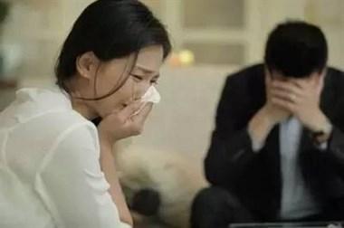 苦心经营的家摇摇欲坠,女儿直言长大不找男友不结婚!