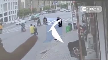 24岁女子坐共享单车车篮去逛公园 不慎从篮筐掉落遭搅拌车碾压身亡