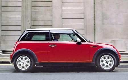 社友们帮帮我!95年女生要提车,红色还是黑色?