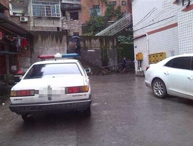 绍兴某茶场附近发现一具男尸,警车已紧急赶到现场!